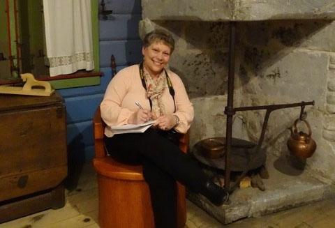 A student of Kathleen Ernst's finding inspiration among Vesterheim's exhibits.