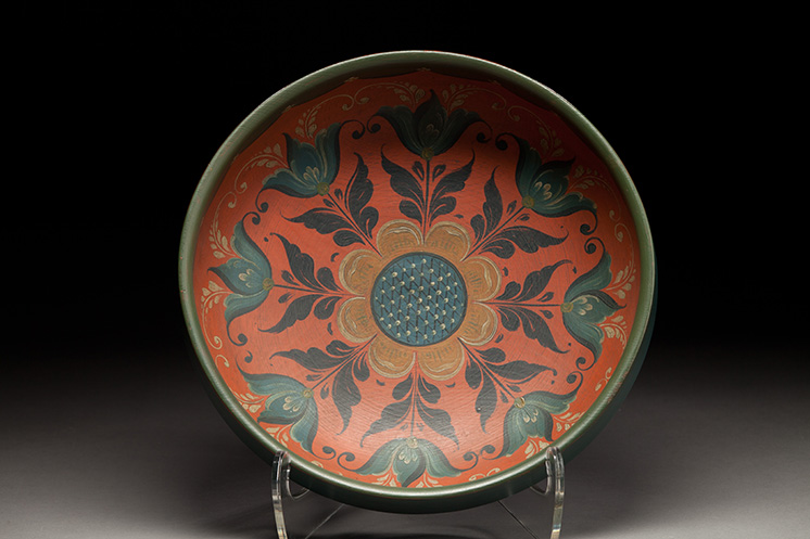 Bowl with rosemaling by Nils Ellingsgard from Vesterheim Collection